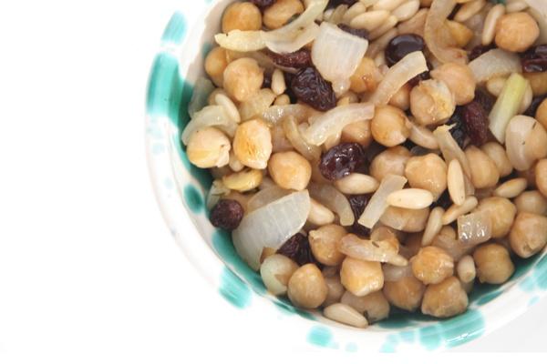 Una gustosa ricetta a base di ceci e cipolle